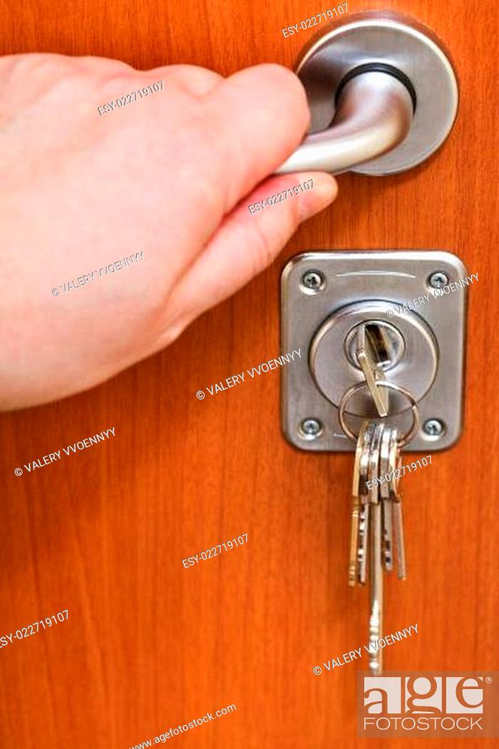 Photo de stock: opening home door and bunch of keys.