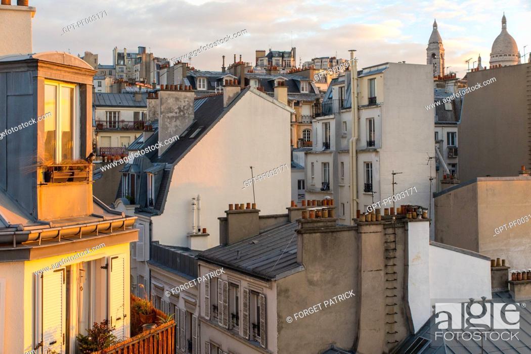 Stock Photo: TOITS ET CHEMINEES DE PARIS, QUARTIER DES ABBESSES PRES DU SACRE COEUR, RUE VERON, PARIS (75), FRANCE.