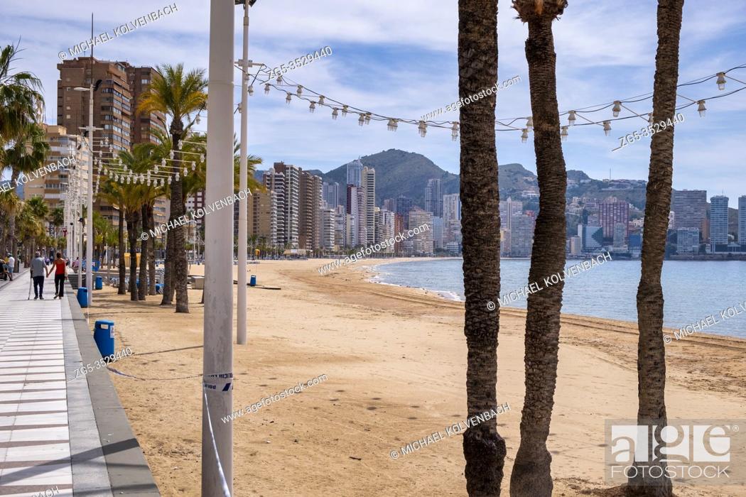 Imagen: Benidorm, Alicante Spain, May 4th, 2020, Corona crisis: practically deserted promenade at Playa Levante.