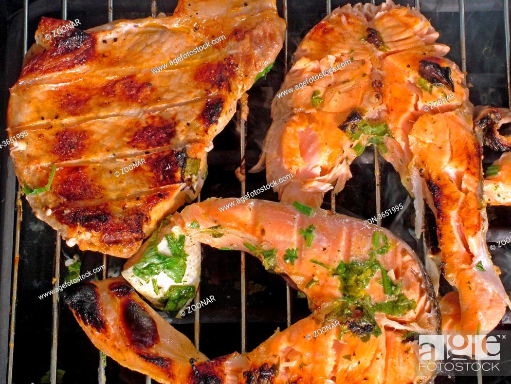 Stock Photo: Fleisch, Lachsstücke auf Grill meat, fish on barbecue.