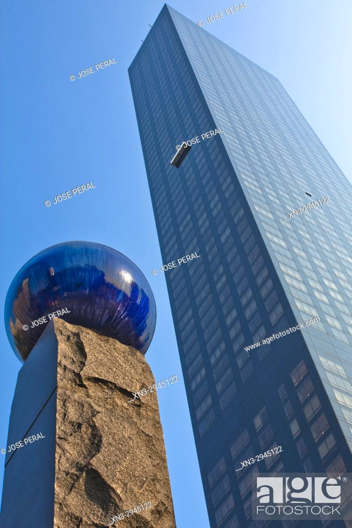 Imagen: At left Raoul Wallenberg Memorial, The Trump World Tower, First Avenue between 47th and 48th Streets, Midtown, United Nations Plaza, Manhattan, New York City.