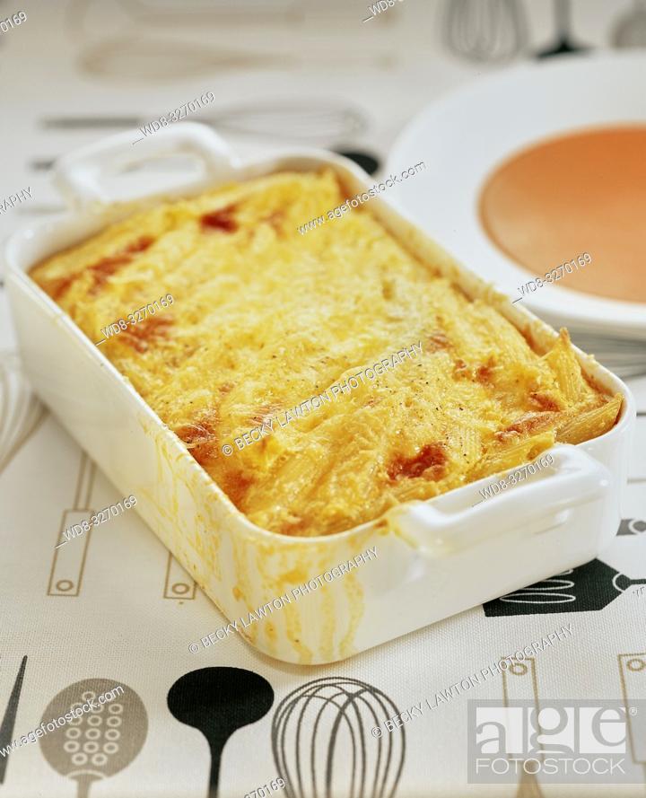 Stock Photo: tortilla horneada de macarrones.