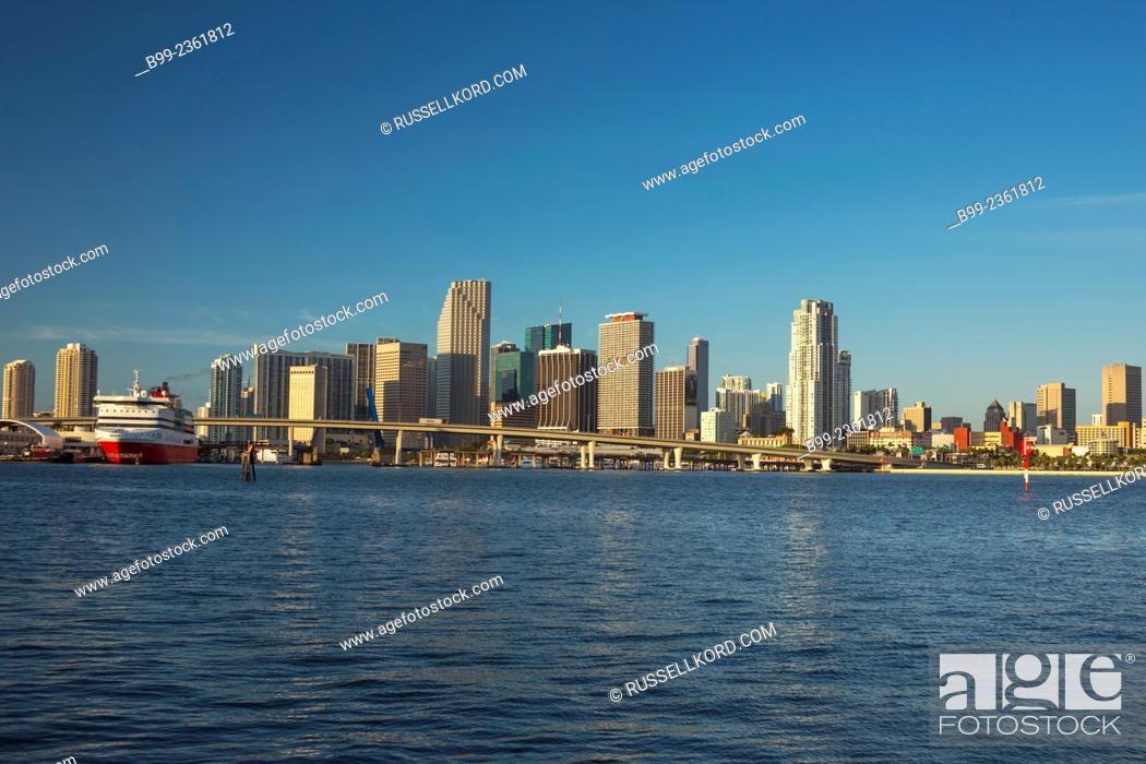 Imagen: Skyline Downtown Biscayne Bay Miami Florida Usa.