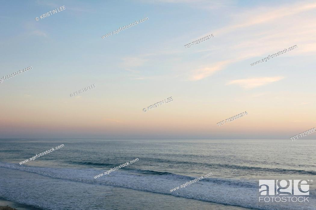 Photo de stock: Scenic seascape at dusk.