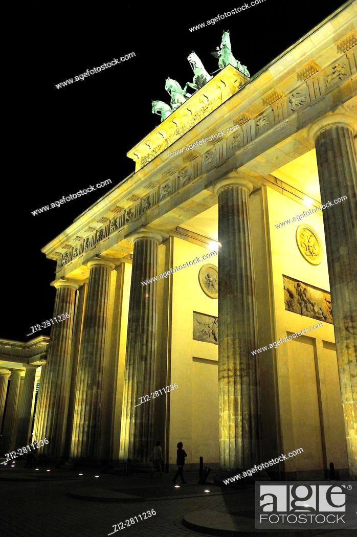 Imagen: The neoclassical Brandenburger Tor -Brandenburg Gate-, XVIIIth century, by Carl Gotthard Langhans. Berlin, Germany.