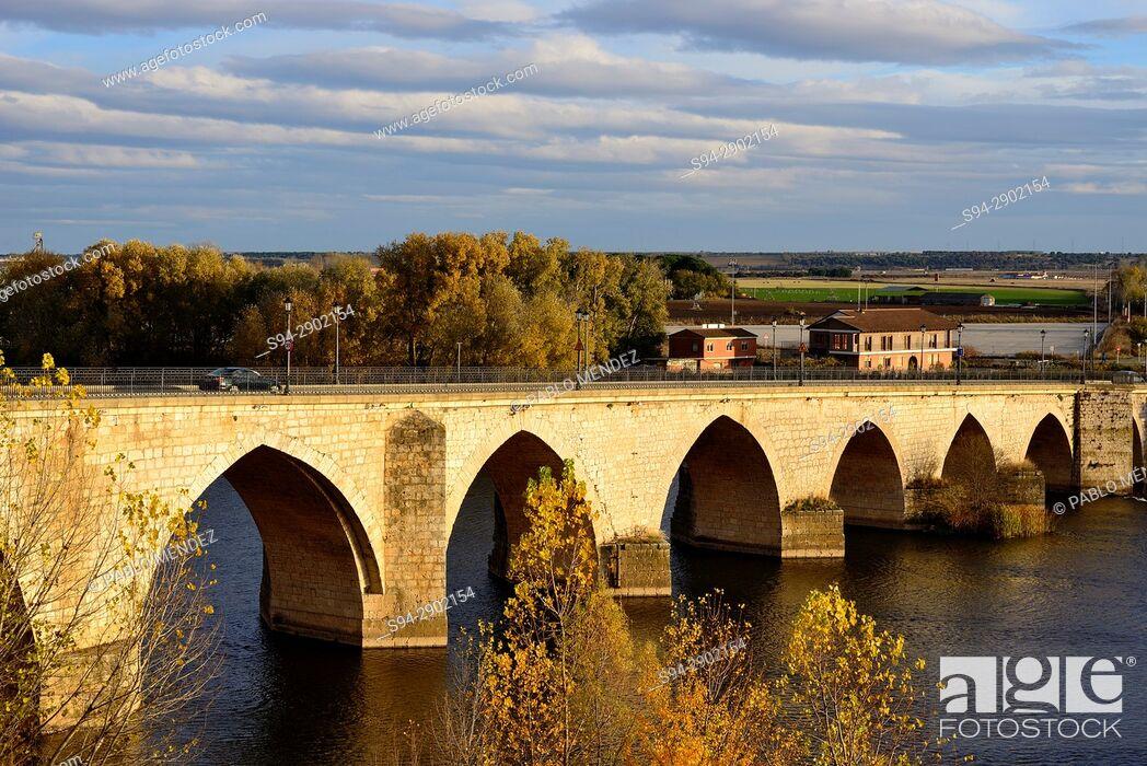 Stock Photo: Bridge over Duero river in Tordesillas, Valladolid, Spain.