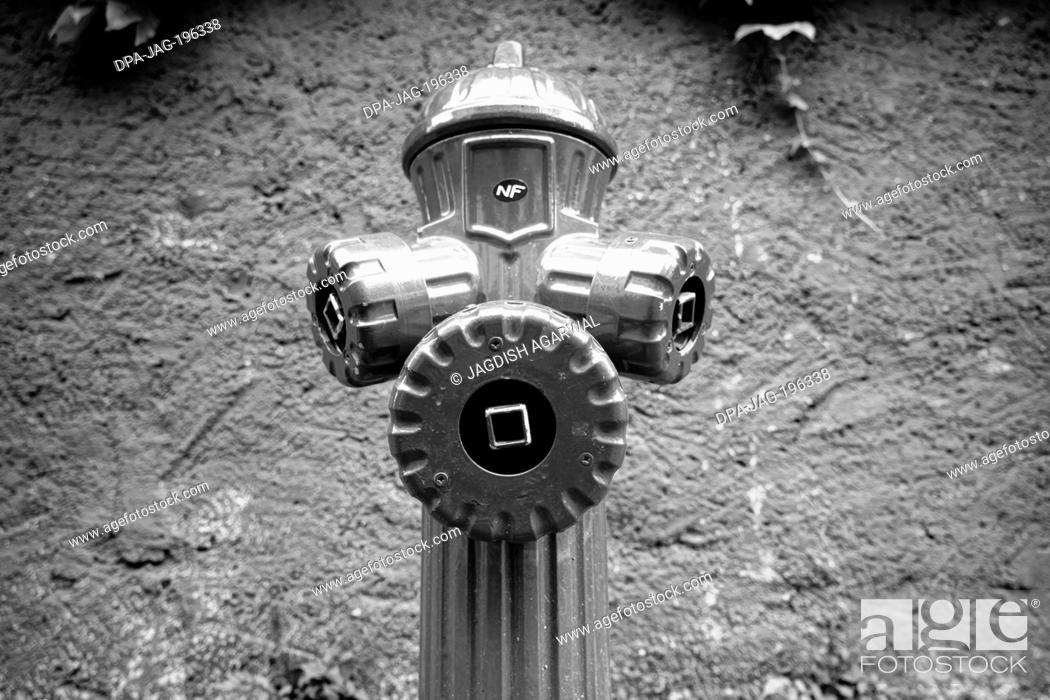 Imagen: Fire hydrantrural, france, europe.