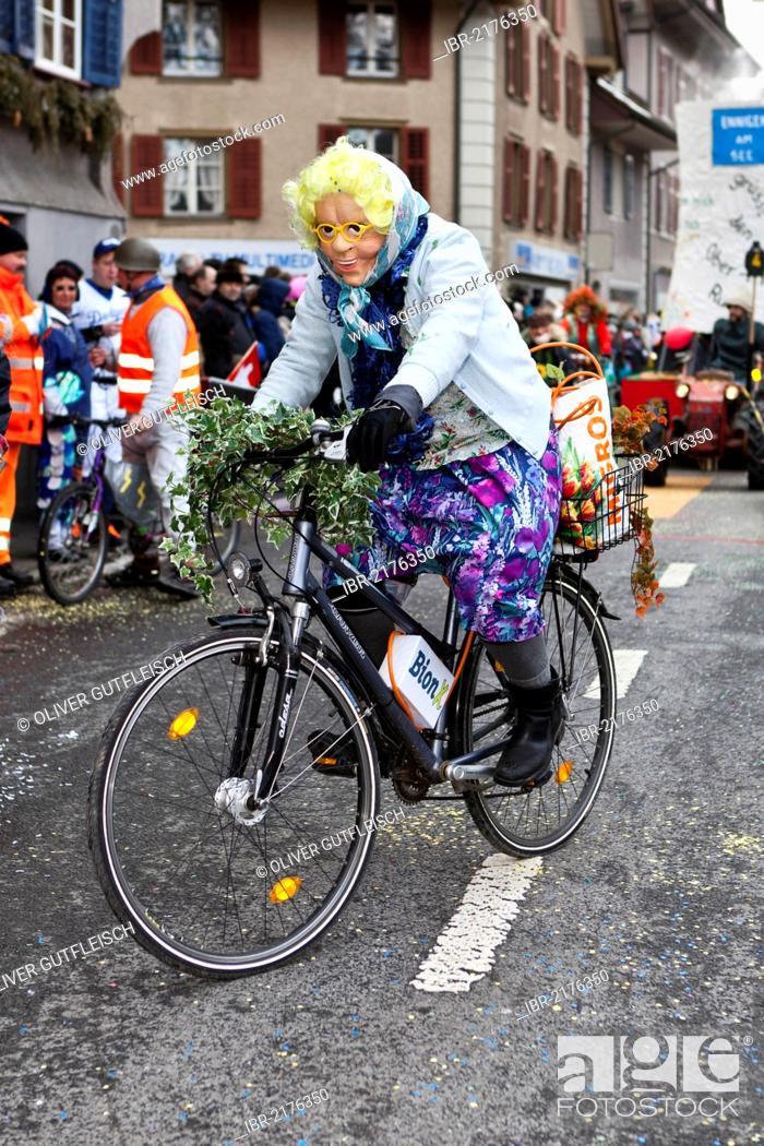 Costume, old lady riding a bike, 35th Motteri-Umzug parade