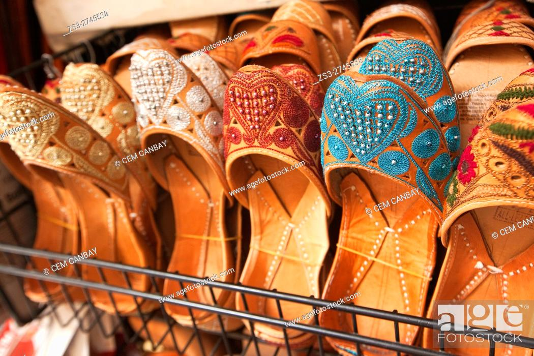 Imagen: Moorish slipper in a handicrafts shop in the Alcaiceria commercial area, Granada, Andalucia, Spain, Europe.