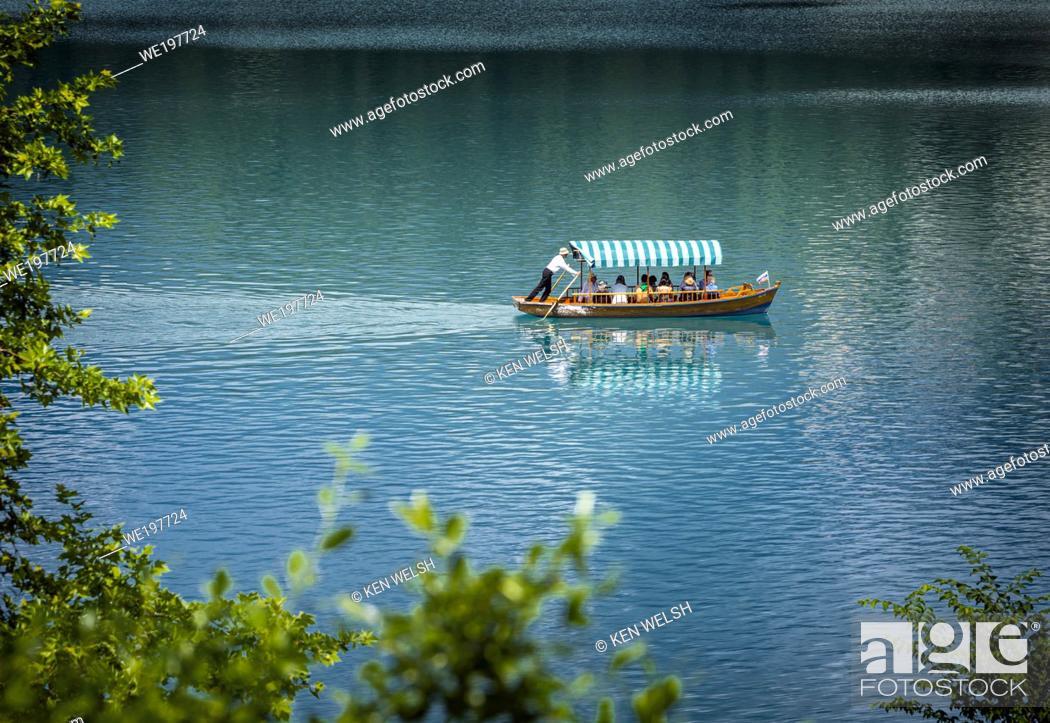 Photo de stock: Lake Bled, Upper Cariola, Slovenia. Tourists enjoying excursion on the lake.