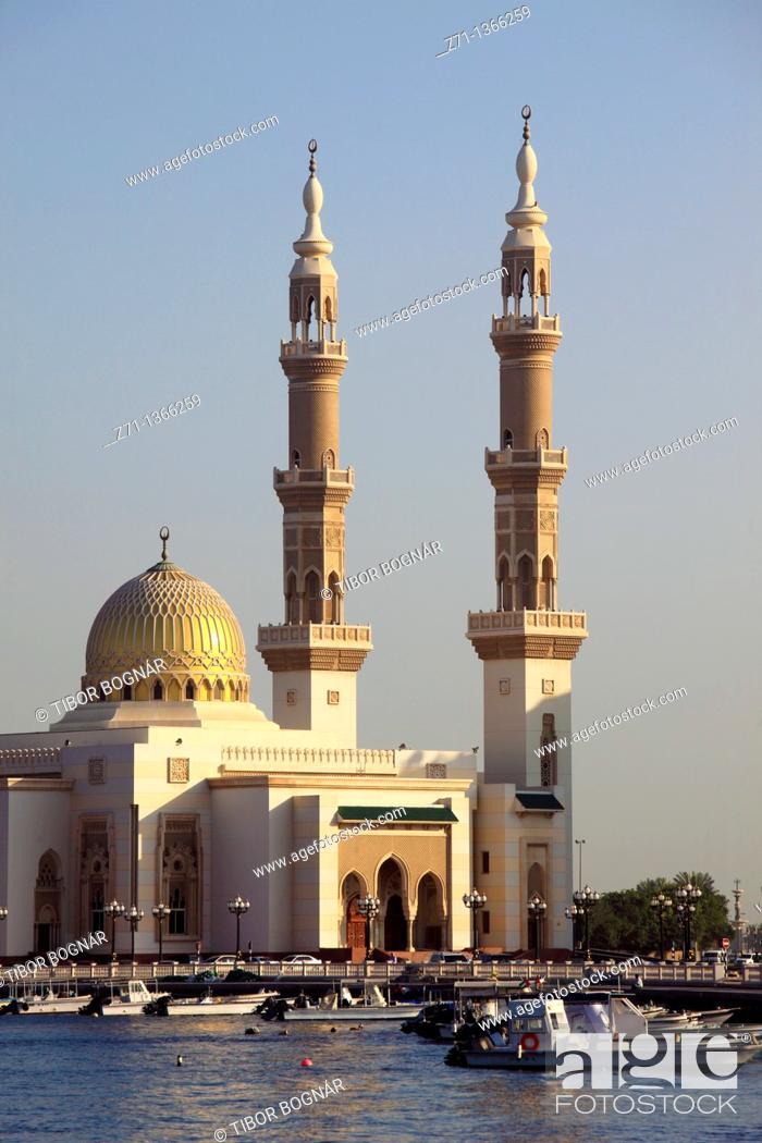 Stock Photo: United Arab Emirates, Sharjah, Creek, Mosque,.