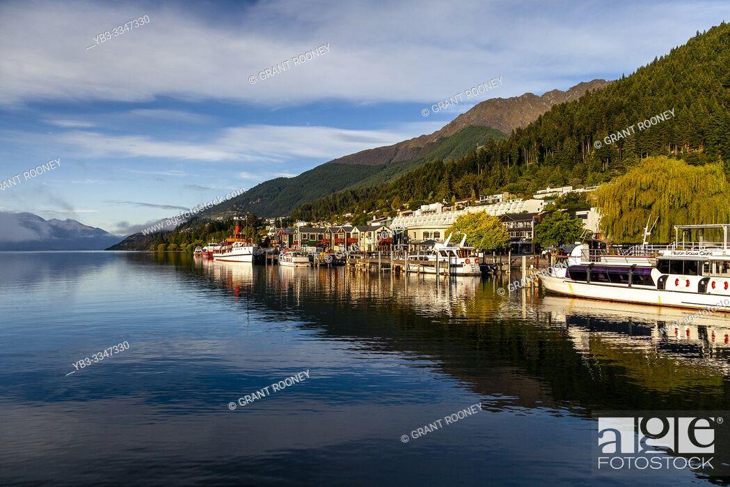 Stock Photo: Lake Wakatipu and Queenstown, Otago, South Island, New Zealand.