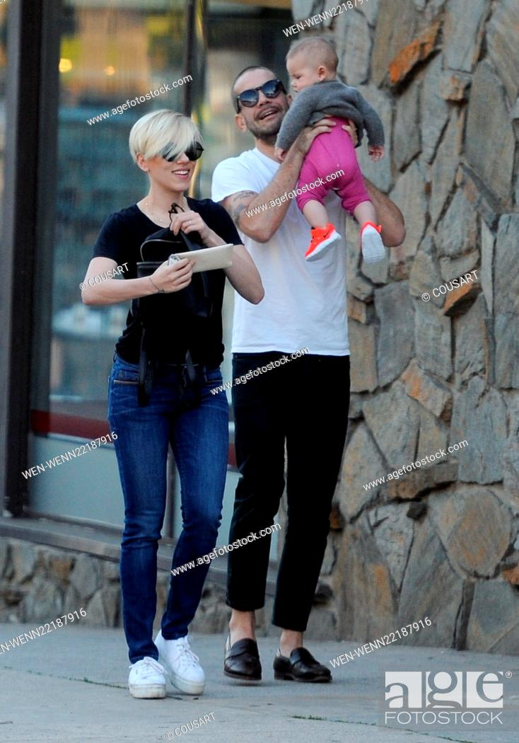Scarlett Johansson Spends Valentine S Day With Husband Romain Dauriac And Daughter Rose Stock Photo Picture And Rights Managed Image Pic Wen Wenn22187916 Agefotostock