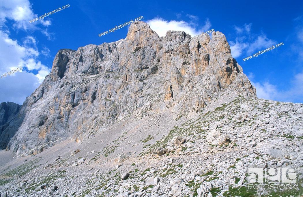Stock Photo: Picos de Europa National Park, Horcados Rojos route, Los Urrieles, Cantabria, Spain.