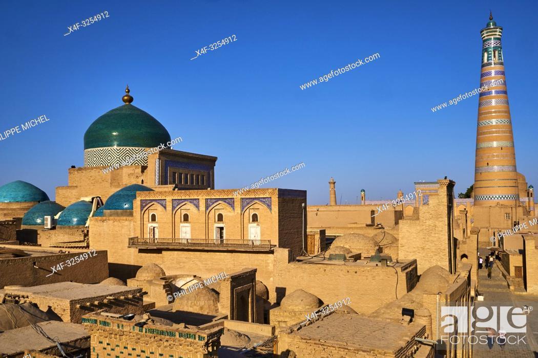 Stock Photo: Ouzbekistan, Khiva, patrimoine mondial de l UNESCO, la ville et le minaret Islam Hoja / Uzbekistan, Khiva, Unesco World Heritage, city and Islam Hoja minar.