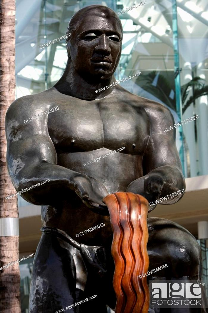 Stock Photo: Close-up of a statue in front of a building, Honolulu, Oahu, Hawaii Islands, USA.