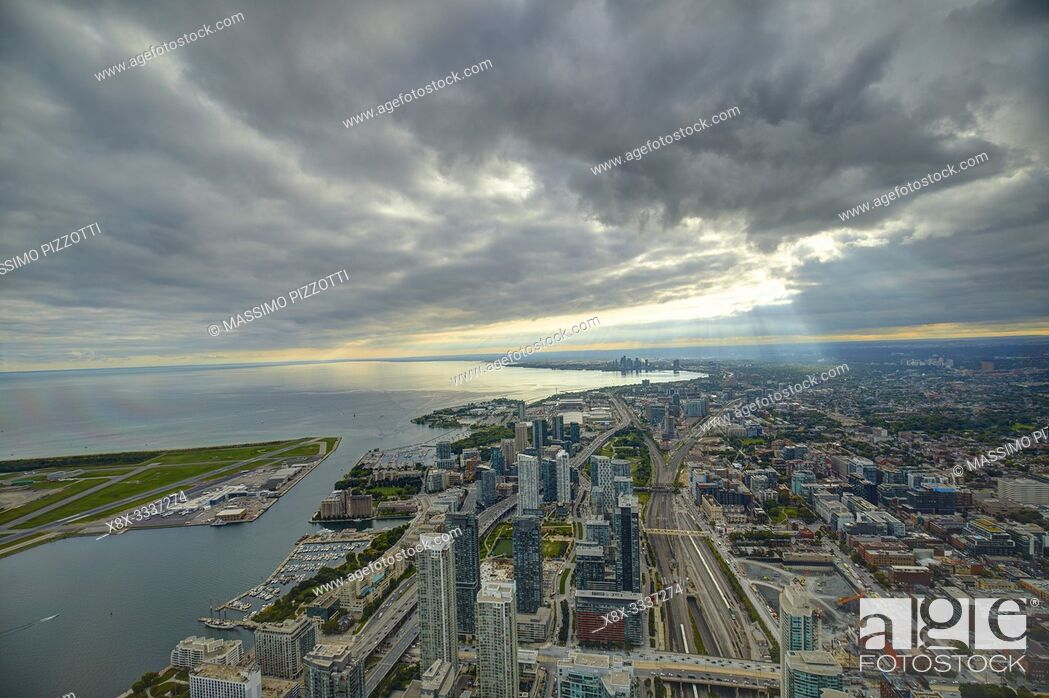 Imagen: Cityscape of Toronto from CN Tower, Toronto, Canada.