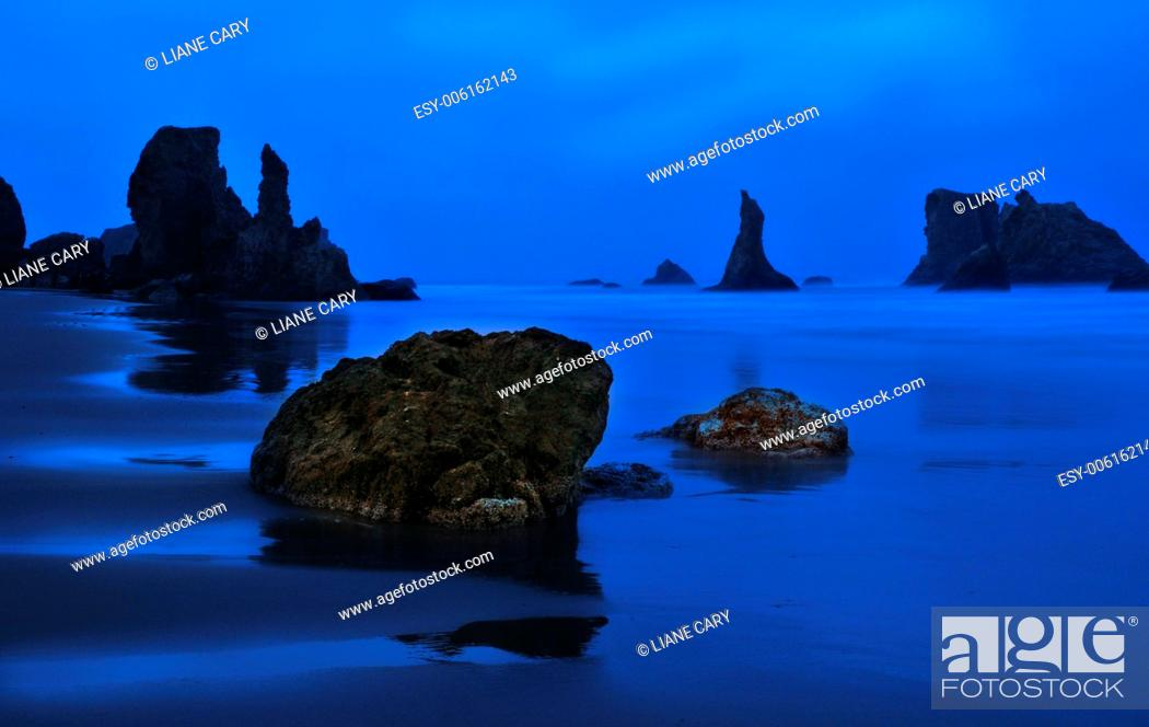 Stock Photo: rugged coast of Bandon Beach.
