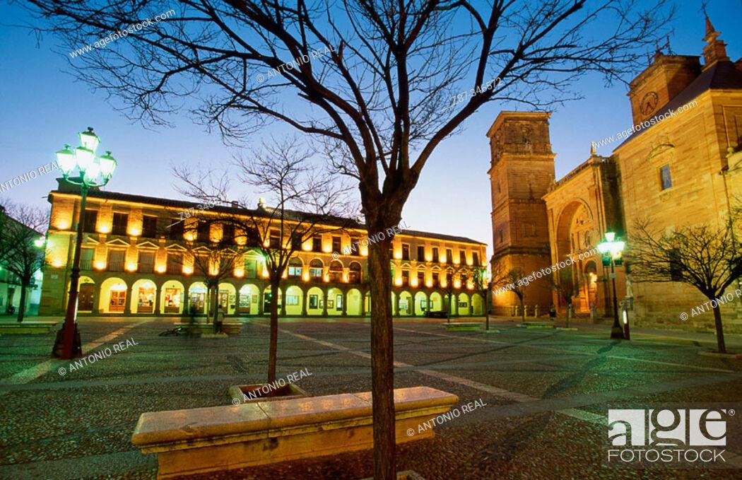 Stock Photo: Plaza Mayor. Villanueva de los Infantes. Ciudad Real Province. La Mancha. Spain.