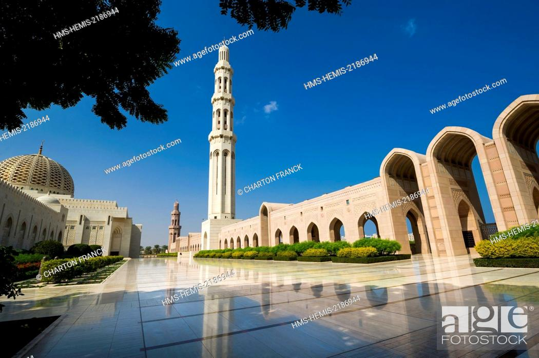 Stock Photo: Oman, Muscat, Sultan Qaboos Grand Mosque, gardens.