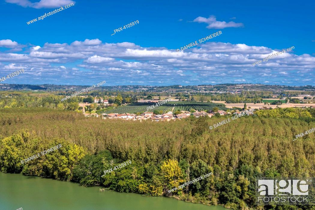 Stock Photo: France, Tarn-et-Garonne, Auvillar, view on the Garonne river and the village of Espalais (Most Beautiful Village in France) (Saint James way).