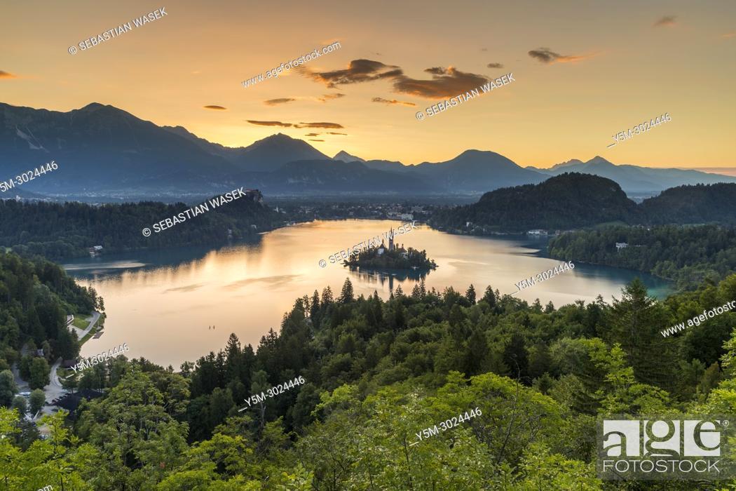Imagen: Lake Bled seen from Ojstrica, Upper Carniola, Slovenia, Europe.