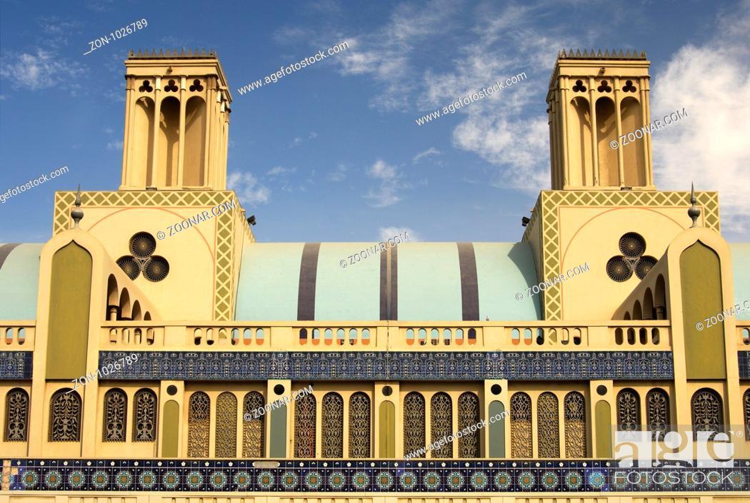 Stock Photo: Hauptgebäude mit Windtürmen des Zentralmarkts Souq al-Markazi , der Blaue Suk, in Sharjah, Emirat Schardscha, Vereinigte Arabische Emirate / Main building with.