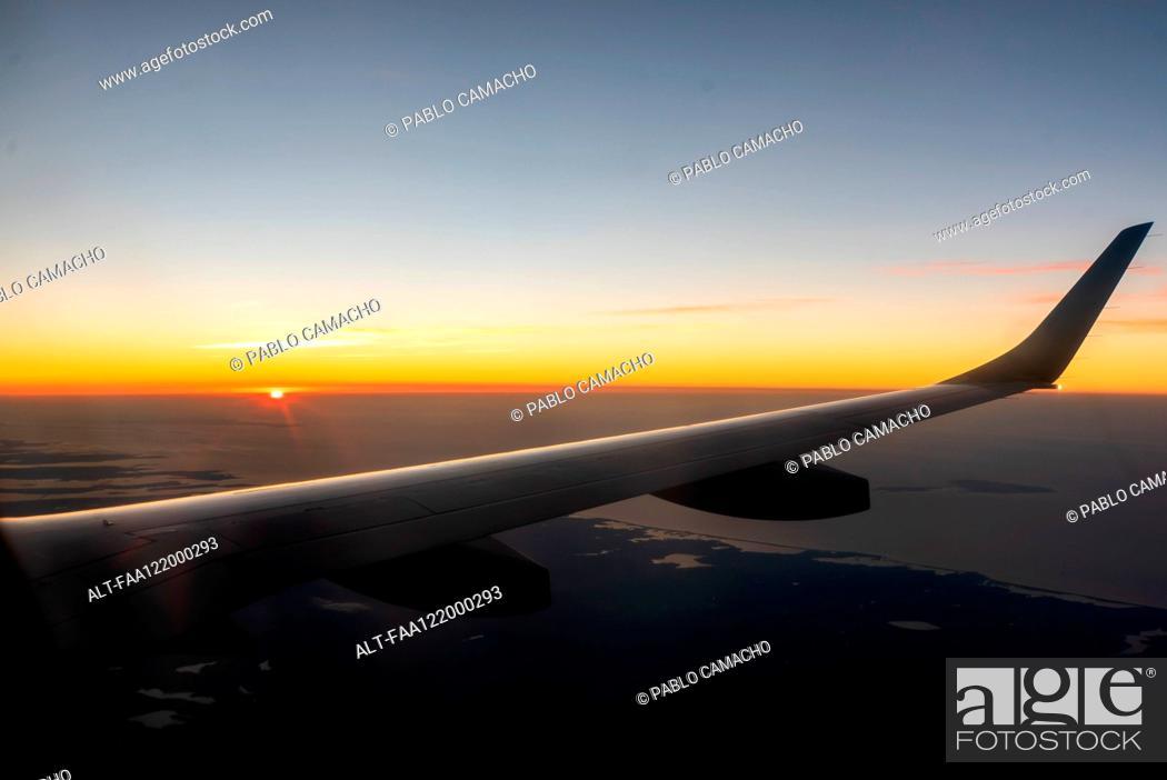 Photo de stock: Wing of aeroplane.