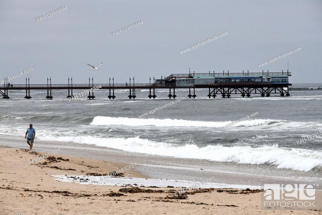 Stock Photo: Walkers on the beach in front of the pier in Swakopmund, taken on 02.03.2019. Photo: Matthias Toedt / dpa-Zentralbild / ZB / Picture Alliance | usage worldwide.