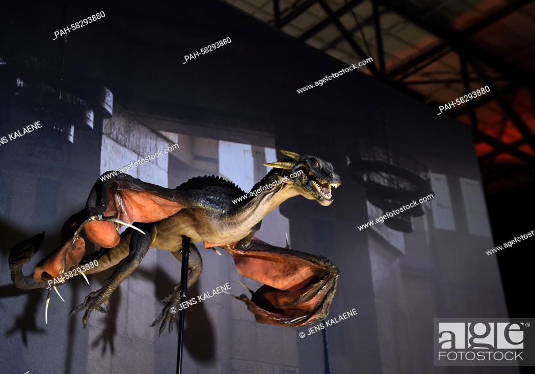 Photo de stock: A dragon prop from the US television show 'Game of Thrones' is on display during the opening of the exhibition on the US television show 'Game of Thrones' in.