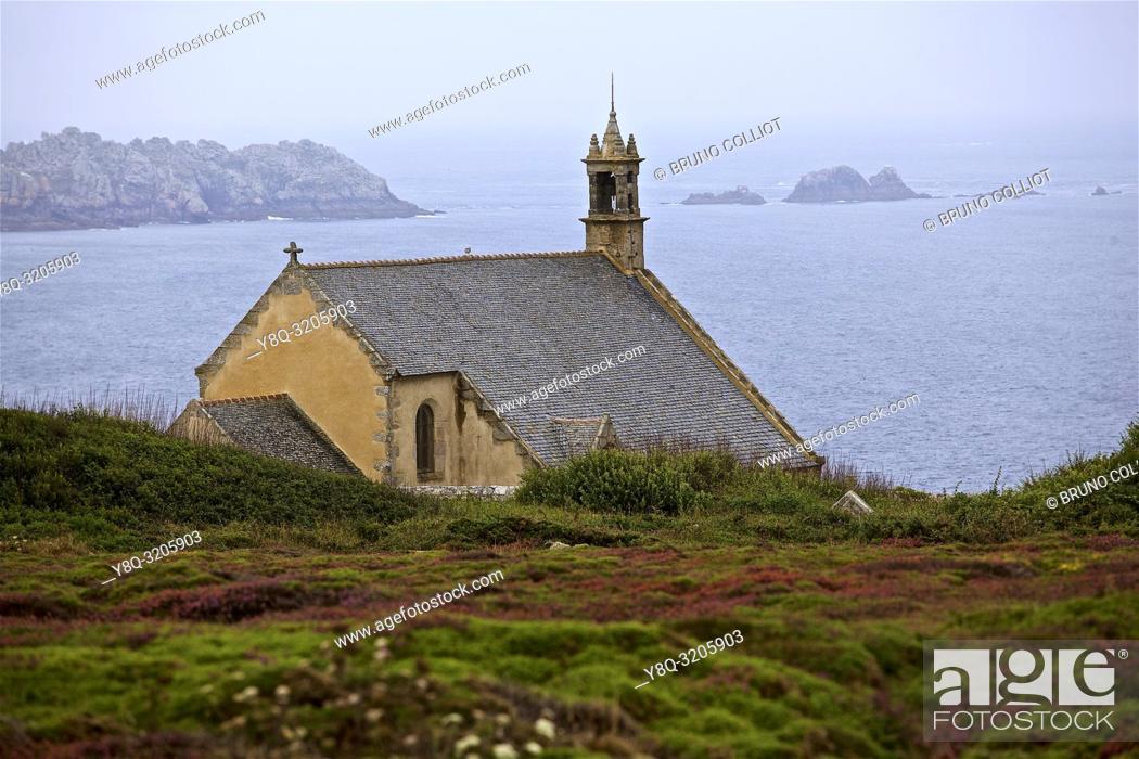 Imagen: Van's Point, Saint-They Chapel. Cléden-Cap-Sizun, Finistère, Brittany, France.