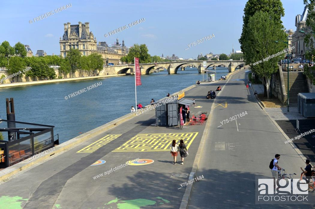 Stock Photo: The bank of the River Seine, Paris, France, Europe.