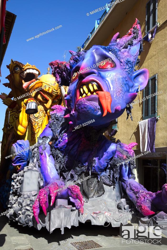 Stock Photo: Foiano della chiana carnival parade, arezzo, tuscany, italy.