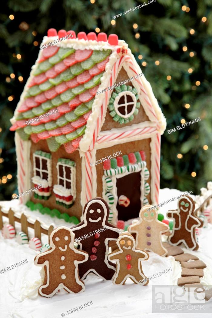 Stock Photo: Gingerbread men cookies and gingerbread house.