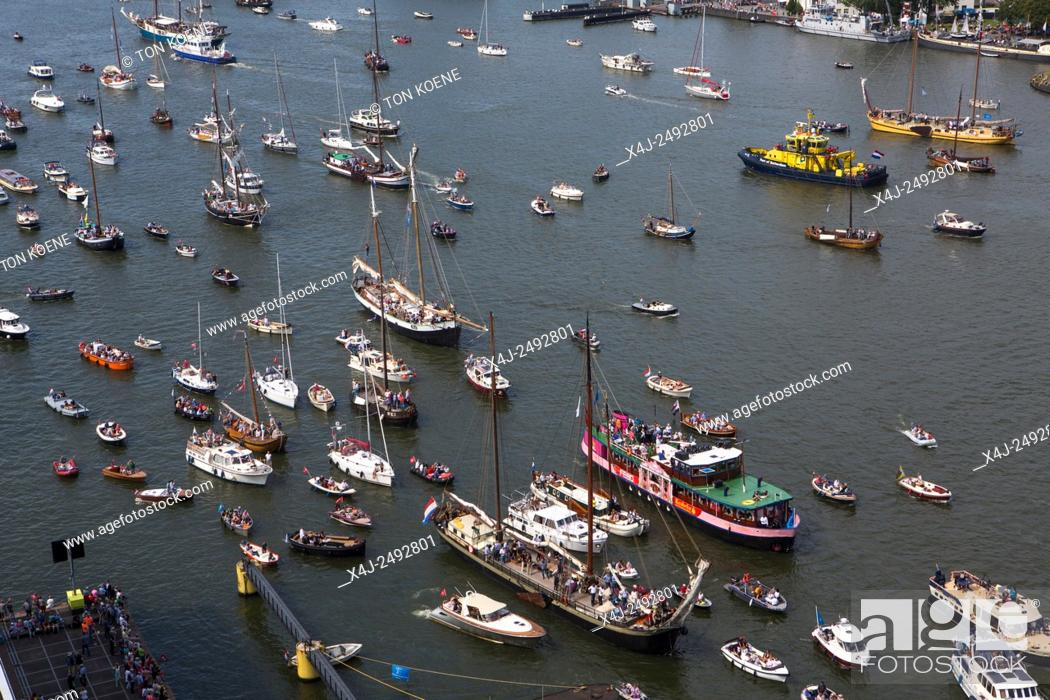 Photo de stock: many people visited Sail 2015 by boat at the IJ-haven in Amsterdam.