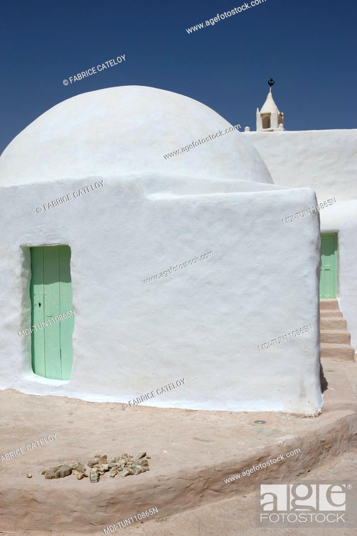 Imagen: Tunisia - Chenini - Close shot of the mosque on top of the village.