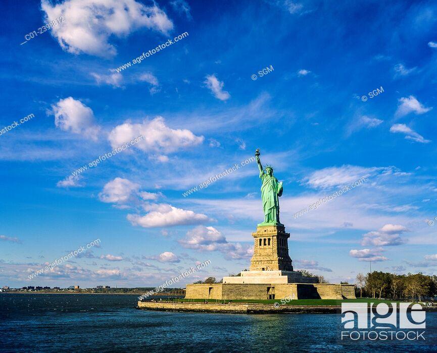 Photo de stock: Statue of Liberty island, New York, NY, USA (November 1995).