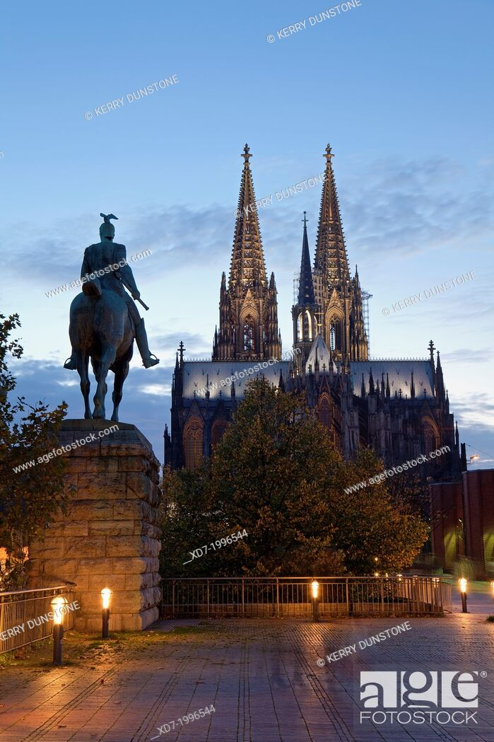 Imagen: Cologne Cathedral with statue of member of Hohenzollern family, Cologne, Rhine-Westphalia, Germany.