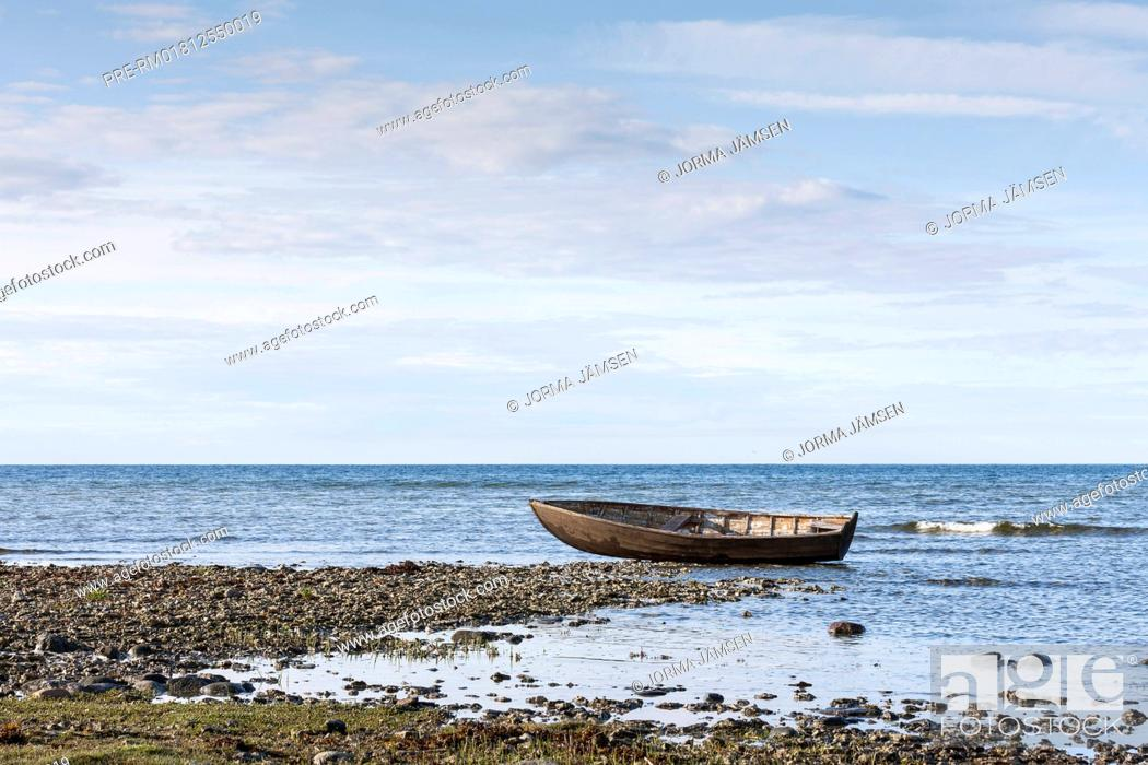 Imagen: Fishing boat at the coast of Gotland, Sweden / Fischerboot an der Küste von Gotland, Schweden.