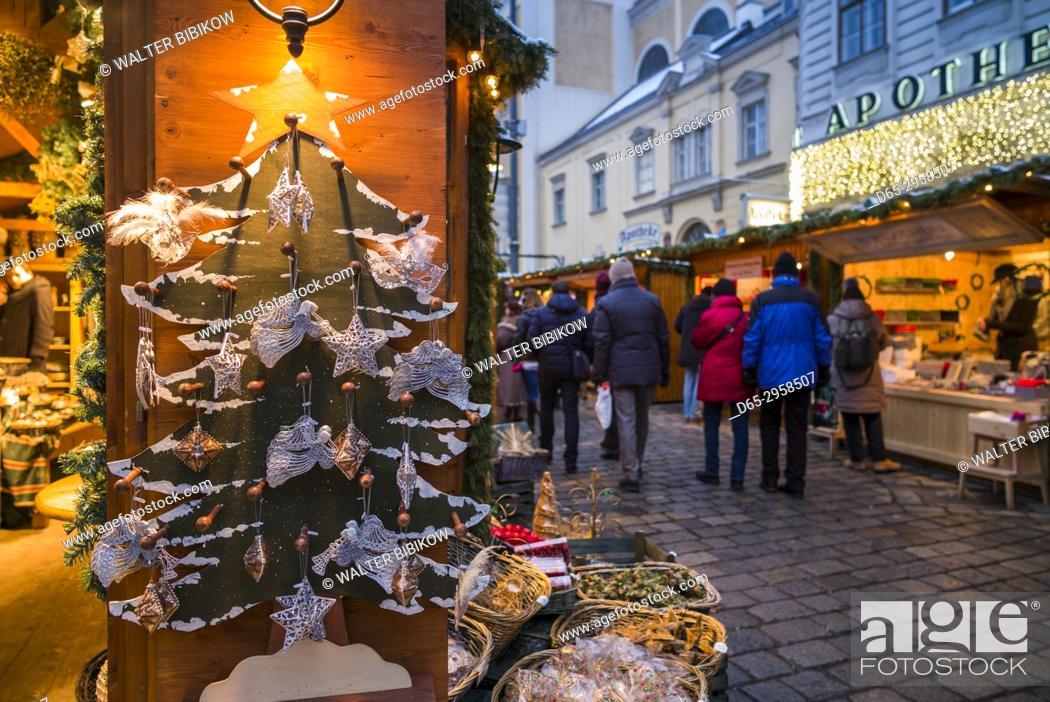 Stock Photo: Austria, Vienna, Am Hof square, Christmas Market.