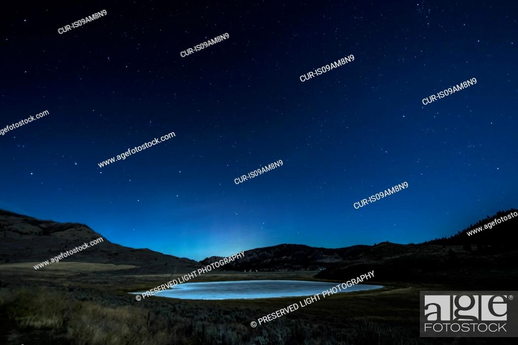 Imagen: White Lake Grasslands Protected Area at night, Cawston, British Columbia, Canada.