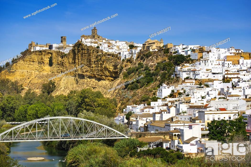 Stock Photo: White village of Arcos de la Frontera. Pueblos Blancos de la Sierra de Cadiz. Southern Andalusia, Spain. Europe.