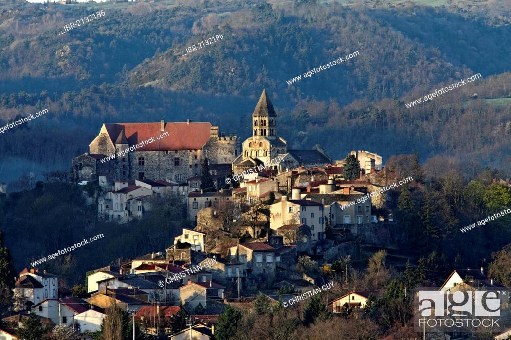 Imagen: Saint Saturnin, labelled Les Plus Beaux Villages de France, The Most Beautiful Villages of France, Département Puy-de-Dôme, France, Europe.