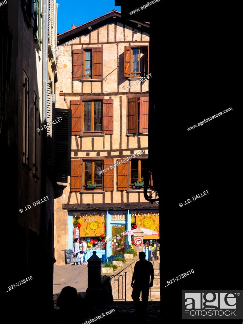 Stock Photo: Place de la Fontaine, Villefranche de Rouergue, Aveyron, Occitanie, France.