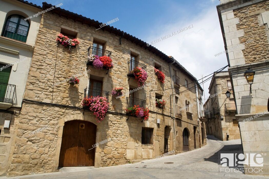Imagen: Hoyos street  Town declarated Historical-Artistic Site, located in Sierra de Gata  Cáceres, Extremadura, Spain.