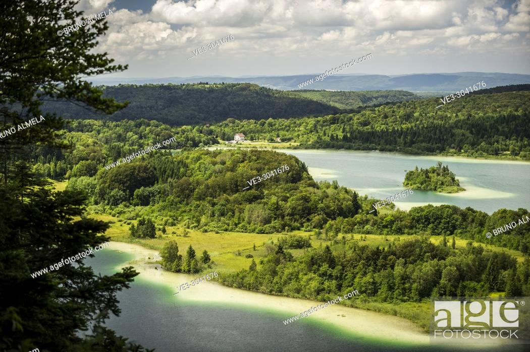 Imagen: View of Le Grand Maclu and Motte ou d'Ilay lakes (department of Jura, region of Bourgogne-Franche-Comté, France).