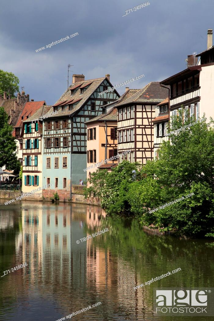 Imagen: France, Alsace, Strasbourg, Petite France, street scene, typical architecture.