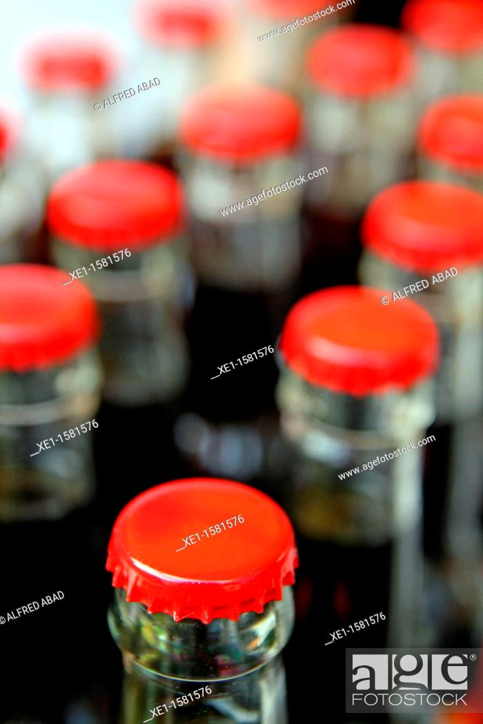 Stock Photo: Beer bottles, red plates.