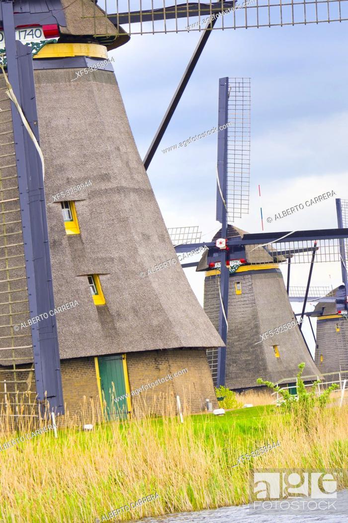 Photo de stock: Kinderdijk, Traditional Dutch Windmills Pumping Water, UNESCO World Heritage, Holland, Netherlands, Europe.