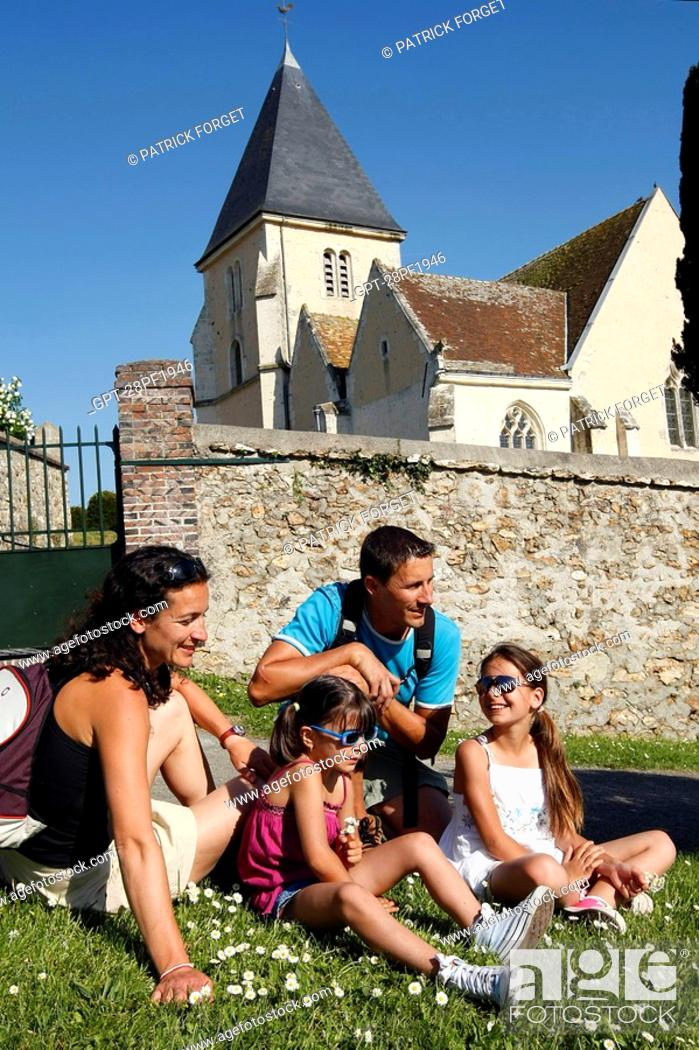 Imagen: FAMILY OUTING ON THE HEIGHTS OF MARGON, PERCHE, REGION OF NOGENT-LE-ROTROU, EURE-ET-LOIR 28, FRANCE.